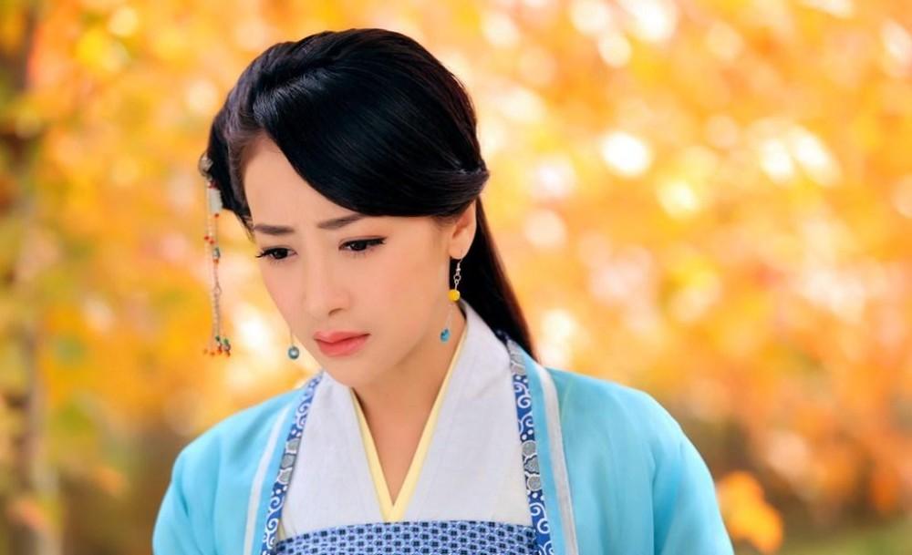 陈紫函饰演的秋意浓在华石红枫基地